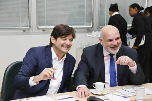Deputado André do Prado e presidente da Desenvolve, Álvaro Sedlacek, em reunião para tratar de financiamentos a Vargem Grande Paulista