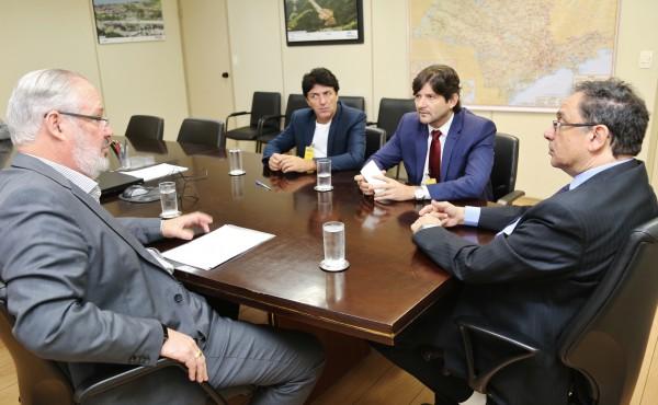 Deputado André do Prado e ex-prefeito de Biritiba Mirim Inho Taino pedem rotatória na rodovia Mogi-Salesópolis
