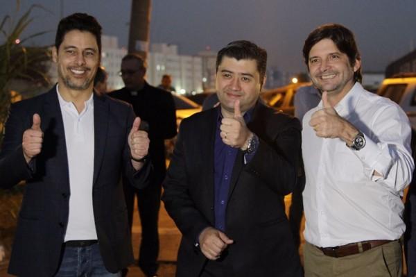 Deputado André do Prado, acompanhado pelo prefeito de Suzano, Rodrigo Ashiuchi e o deputado federal Marcio Alvino