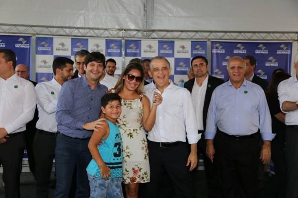 O deputado André do Prado participou da entrega de moradias em Santos, acompanhado do governador, Márcio França