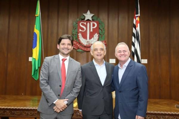Prefeito de Vargem Grande Paulista, Josué Ramos, assina investimentos de R$ 1 milhão para a cidade