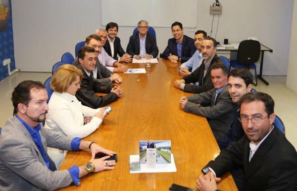 Intermediado pelo deputado André do Prado, foi assinado convênio de R$ 16,4 milhões para melhorias na estrada vicinal (SAB 030), que liga Santa Branca a Guararema.