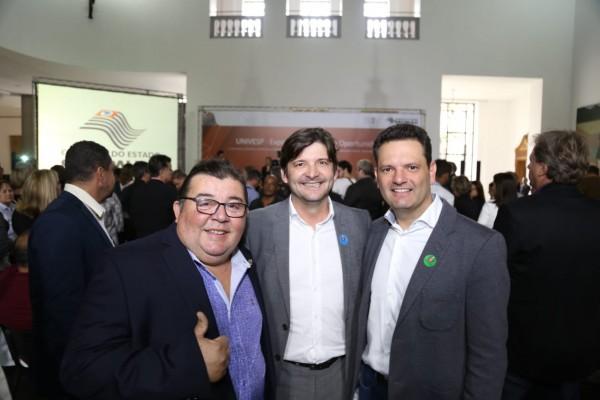 O prefeito Thiago Assis e o vereador Jesus Lopes estiveram com o deputado estadual André do Prado no evento do Palácio dos Bandeirantes