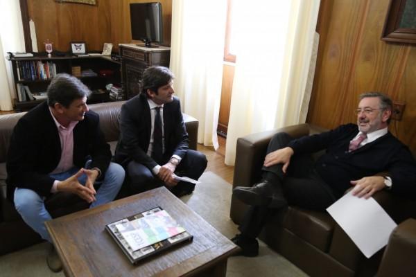 Deputado André do Prado e o prefeito de Pindamonhangaba, Dr. Isael Domingues, buscam investimentos junto secretário de Justiça