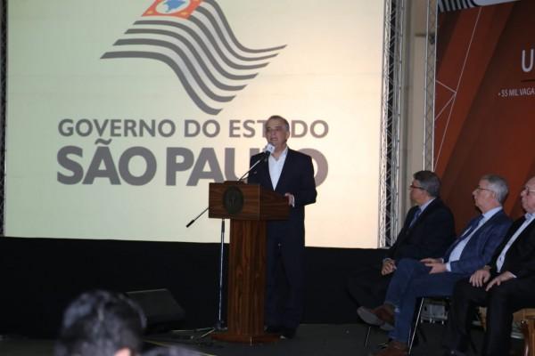 Após intermediação do deputado estadual André do Prado, seis municípios do Vale do Paraíba, assinam convênios para polos da Univesp