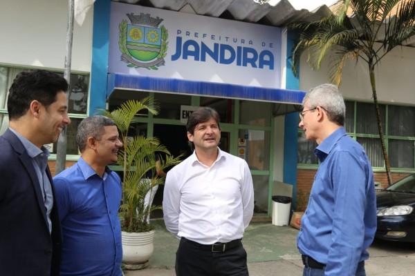 Deputados visitam Jandira e ratificam compromisso com o município