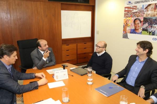 Deputado André do Prado e prefeito de Pindamonhangaba, solicitam investimentos em moradia no município
