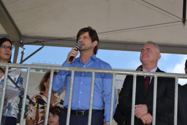Deputado André do Prado acompanhou o desfile cívico em comemoração dos 37 anos de Vargem Grande Paulista