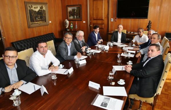Reunião realizada em 18/11 no Palácio dos Bandeirantes entre os pescadores do Vale do Ribeira, o deputado André do Prado, junto ao governador Márcio França