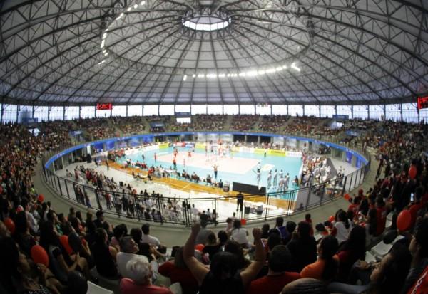 Partida realizada no equipamento esportivo que teve apoio do deputado para conclusão das obras atraiu grande público                Foto: Irineu Júnior e Wanderley Costa / Secop Suzano