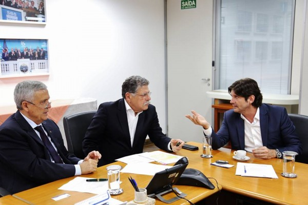 O deputado estadual André do Prado se reuniu com o diretor-presidente da empresa, Benedito Braga, e com o diretor de Sistemas Regionais, Ricardo Borsari