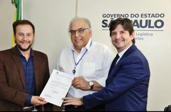 deputado André do Prado e prefeito Tiago Magno pedem a pavimentação de estrada que liga Lagoinha a Pindamonhangaba