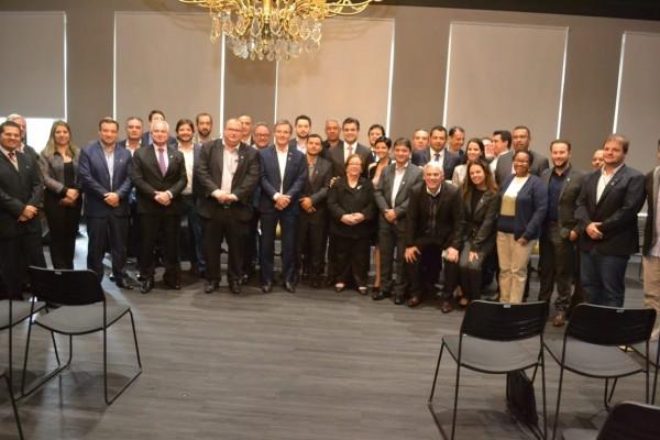O parlamentar se reuniu o secretário de Estado de Desenvolvimento Regional, Marco Vinholi, e o vice-governador Rodrigo Garcia com prefeitos que integram o Consórcio de Desenvolvimento Integrado do Vale do Paraíba (Codivap),