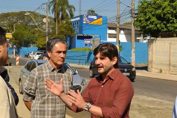 Deputado André do Prado em vistoria das obras da Avenida Ítalo Adami