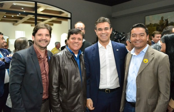 Deputado André do Prado ao lado do vice-governador Rodrigo Garcia, do prefeito Vanderlon Gomes e do vereador Serginho da Aurora (de Salesópolis)