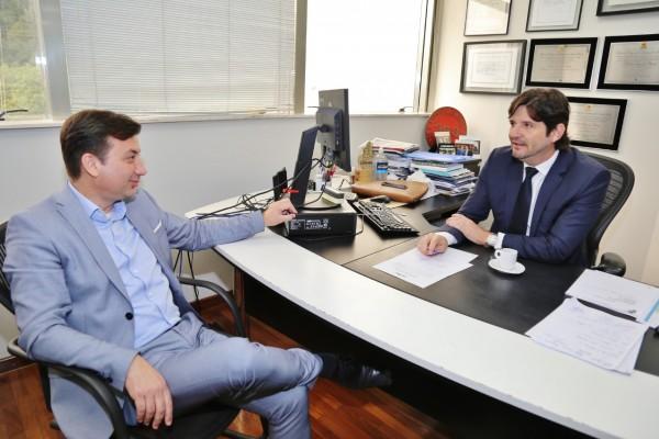 Deputado André do Prado recebeu em seu gabinete o prefeito Renato Soares
