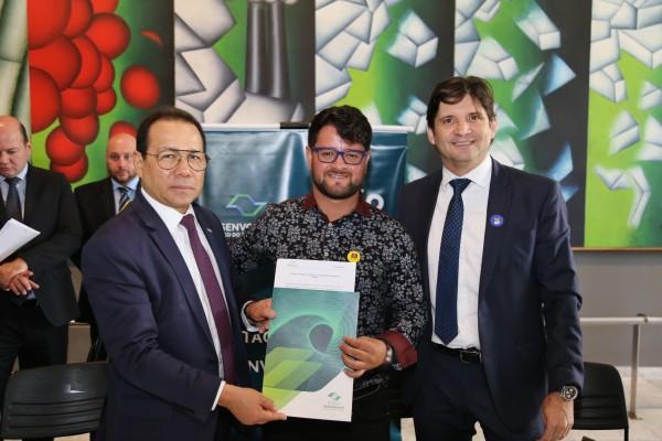 A formalização do contrato para compra de ônibus para Pratânia foi assinada no Palácio dos Bandeirantes