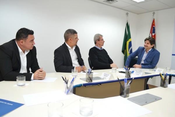 Deputado André do Prado Os vereadores Veinho e Marcelinho participaram da reunião.