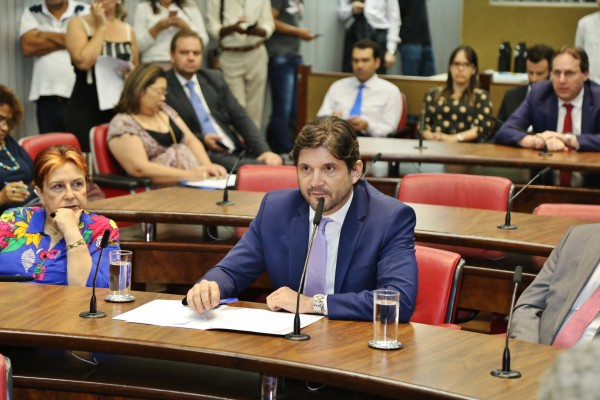 Deputado André do Prado durante a Comissão de Saúde na Assembleia Legislativa