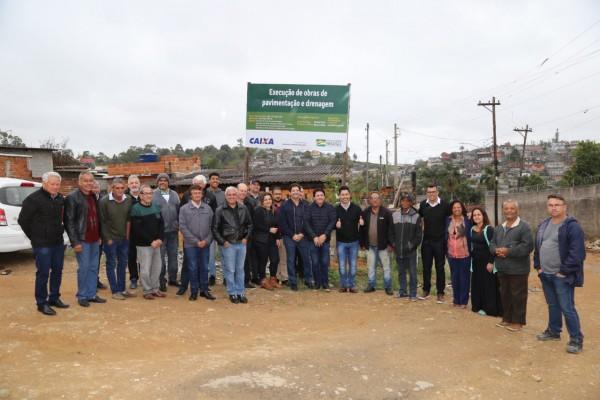 Os parlamentares visitaram o município na manhã desta segunda-feira