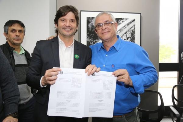 O deputado André do Prado esteve com o prefeito Celso Simão no Palácio dos Bandeirantes na assinatura do convênio