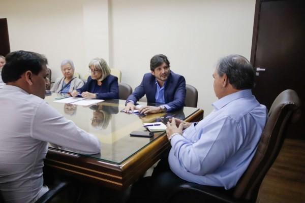 As autoridades solicitaram investimentos do Estado para área da saúde em Poá