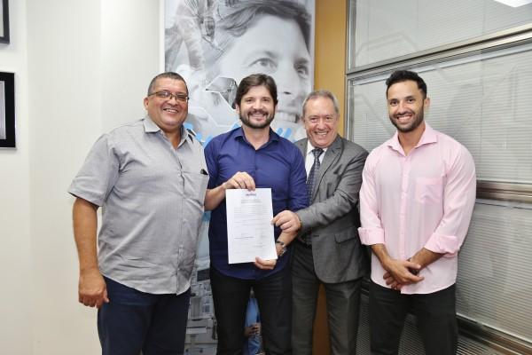 A reunião no gabinete do parlamentar contou com a presença do prefeitoDinamerico Peroni e dos vereadores: Baiano da Saúde, que solicitou o recurso, e o Rafael Peroni