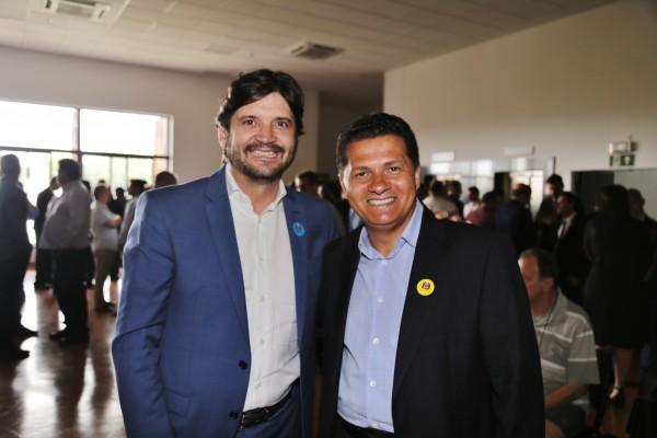 Deputado André do Prado participou da assinatura do convênio ao lado do prefeito Izaias Santana
